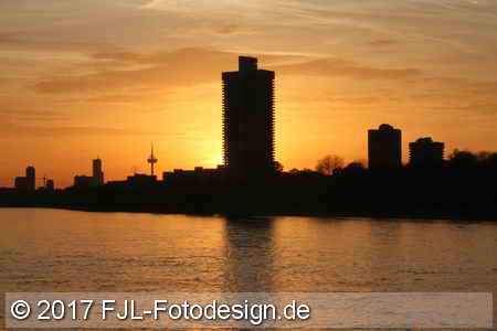 Herbstspaziergang am linken und rechten Rheinufer in Köln